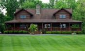 Leesburg home with mowed lawn